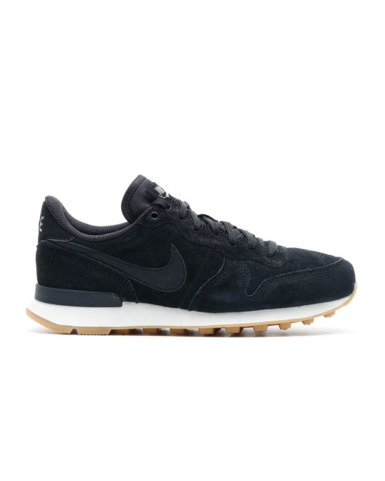 NIKE Internationalist. (Black/Black-Deep Green-Gum Lig)