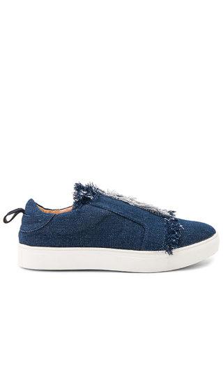 JAGGAR Fray Sneaker in Blue