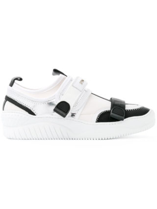 Nº21 click-buckle trainers (wit)