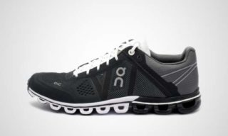 On WMNS Cloudflow (black/white) Sneaker