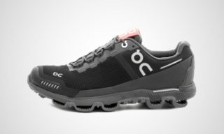 On WMNS Cloudventure Waterproof (black/dark) Sneaker
