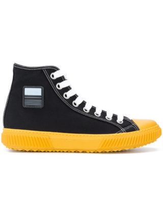 Prada logo patch hi-top sneakers (zwart)