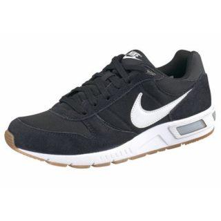nike-sneakers-nightgazer-zwart