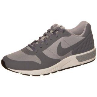 nike-sportswear-sneakers-nightgazer-lw-grijs