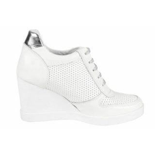 Sneakers met sleehak