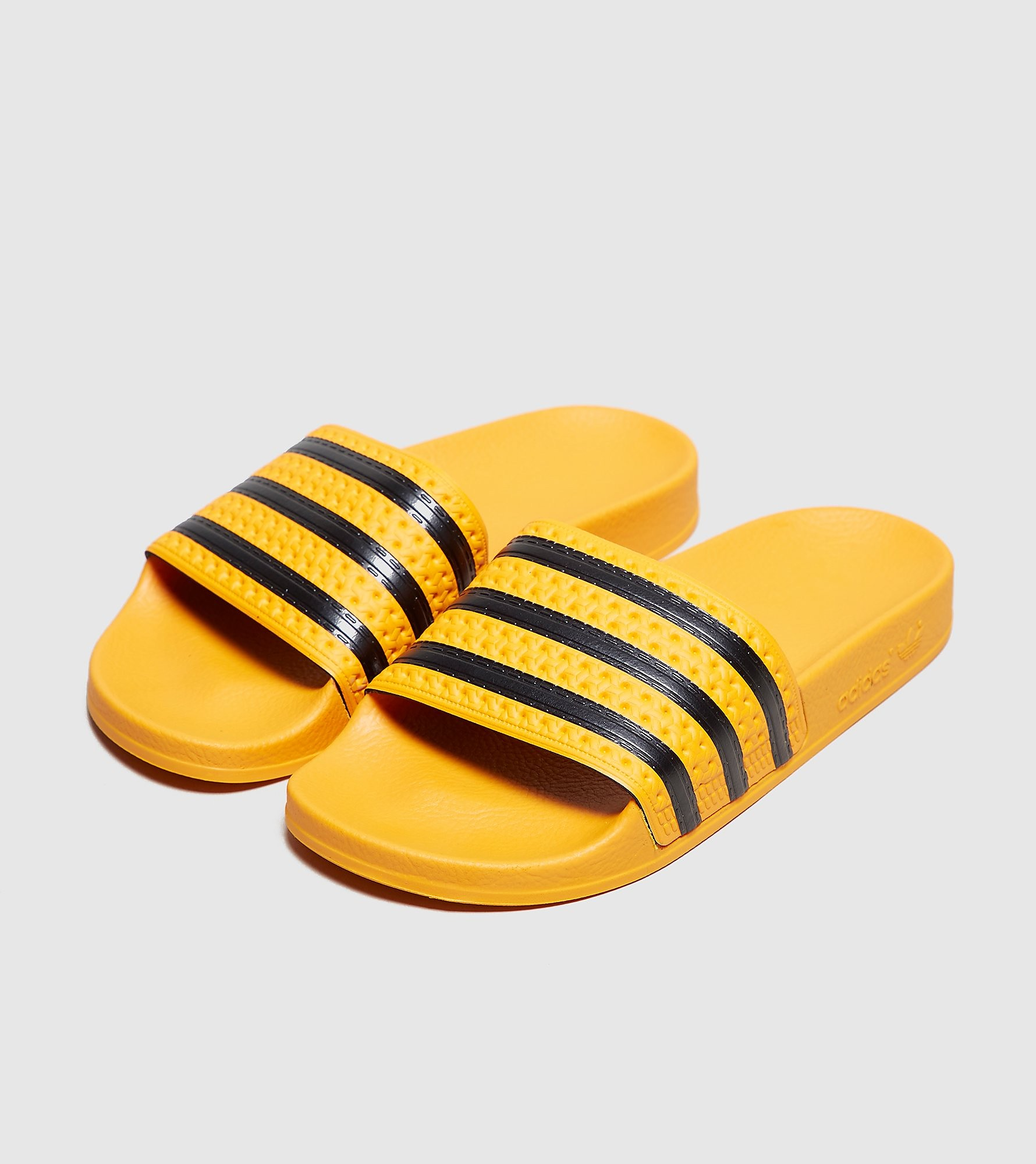 7487b2e32 adidas Originals Adilette Slides Women s (oranje). Stijlcode  CQ3099 REAL GOLD  S18 CORE BLACK REAL GOLD S18