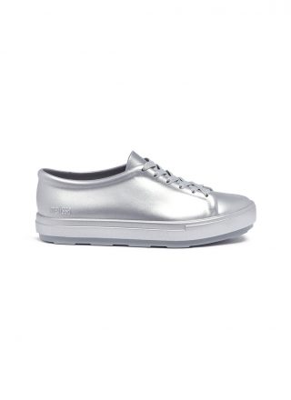 Melissa 'Be Shine' metallic PVC lace-up sneakers (zilver)