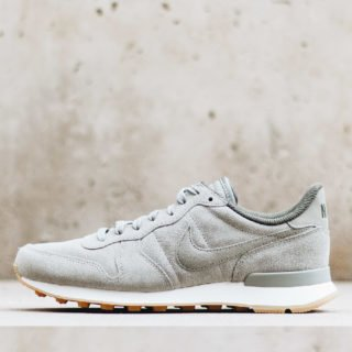 Nike Wmns Internationalist SE Dark Stucco/Dark Stucco Cargo Khaki Sail
