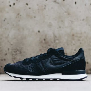 Nike Internationalist SE Black/Black Sail