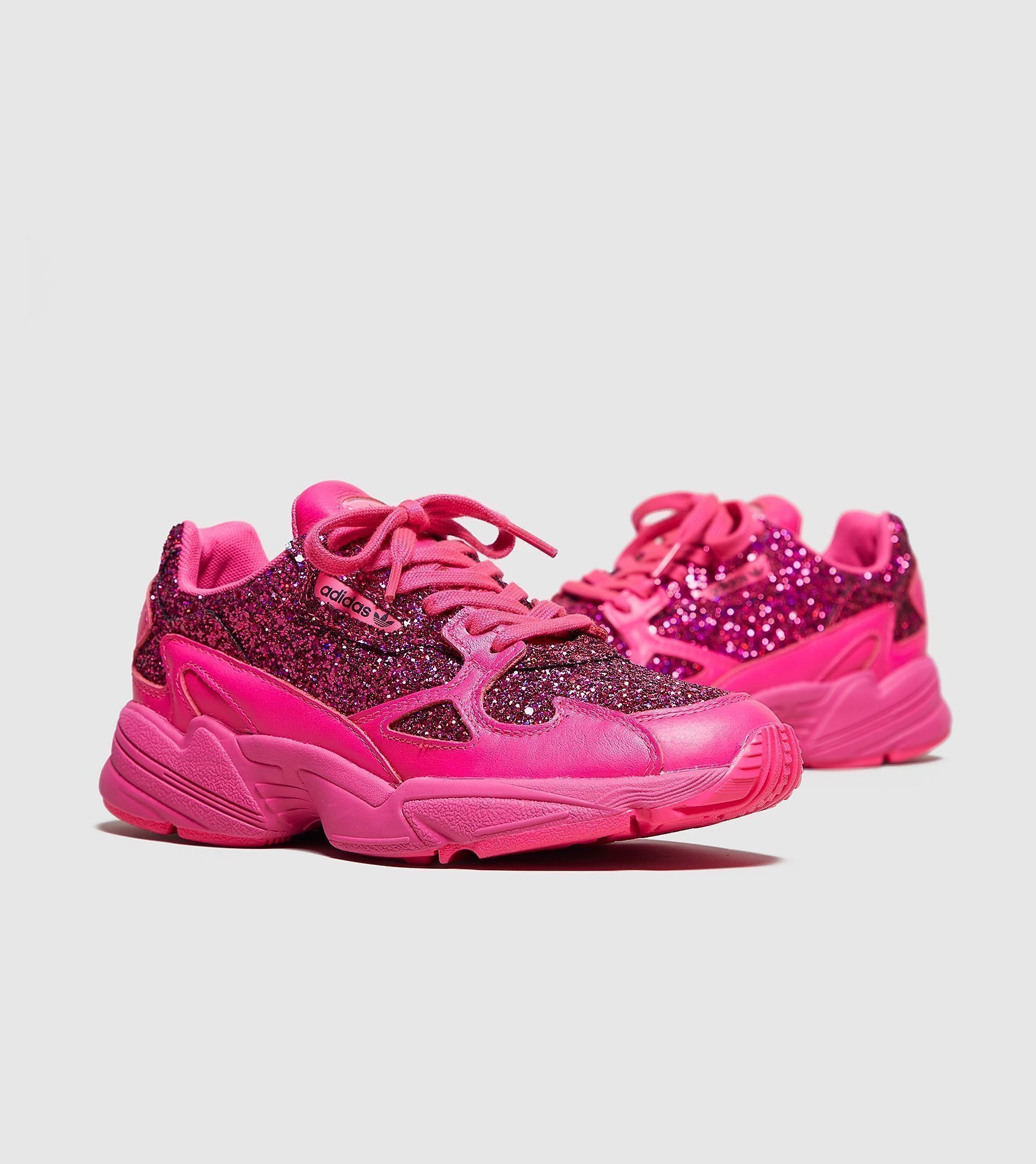 buy online 5bb35 097b8 adidas Originals Falcon Womens Out Loud (roze). Stijlcode BD8077. adidas  Originals Falcon Womens  ...