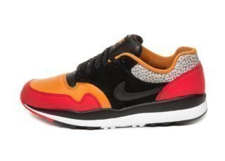 Nike Air Safari SE SP19 (University Red / Black - Monarch - Cobbleston