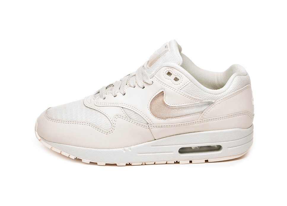 Nike Wmns Air Max 1 JP (Pale Ivory   Summit White – Guava Ice). Stijlcode  AT5248  100 e172c4789