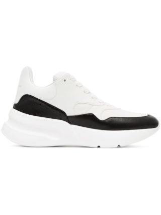 Alexander McQueen black and white Oversized Runner leather sneakers - Wit