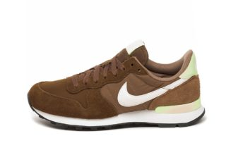Nike Wmns Internationalist (Yukon Brown / Summit White - Canteen - Bla
