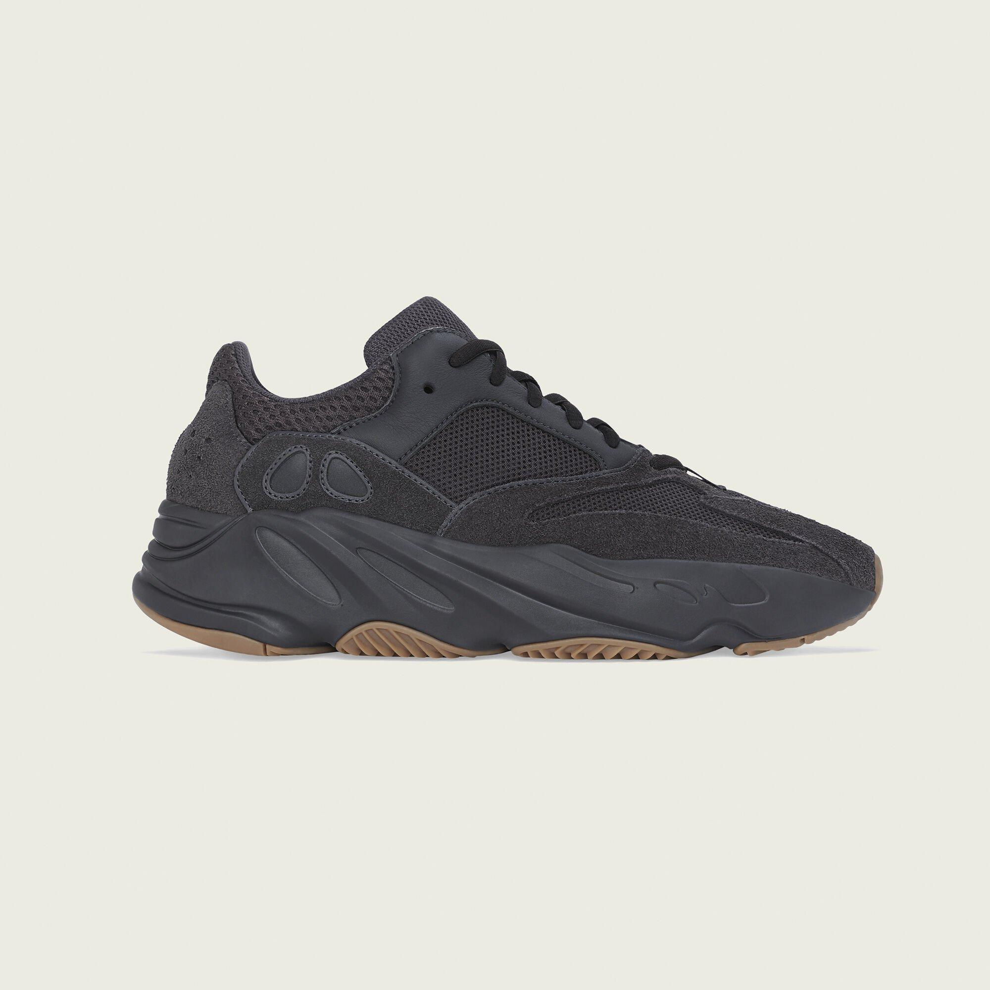 adidas Yeezy Boost 700 Utility Black (FV5304)