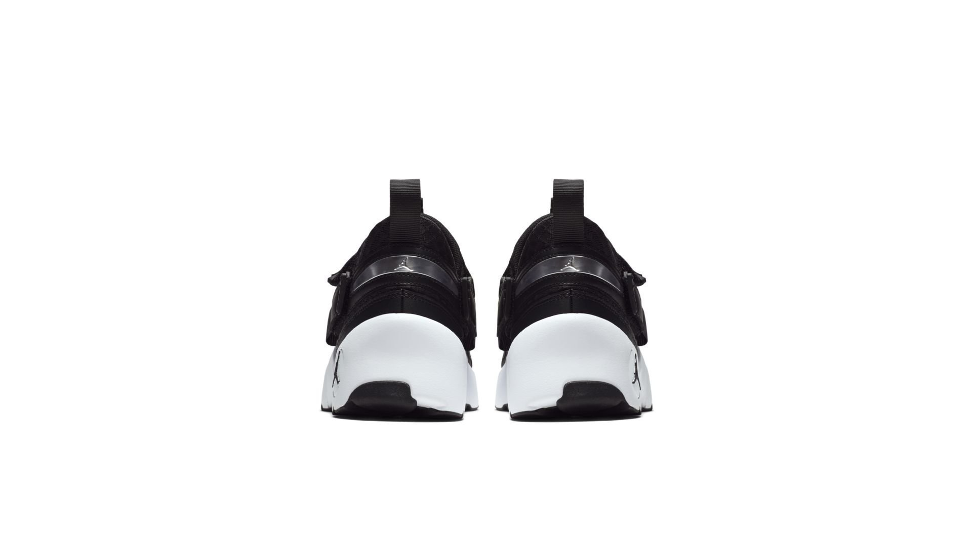 Jordan Trunner LX Black White Sole (897992-011)