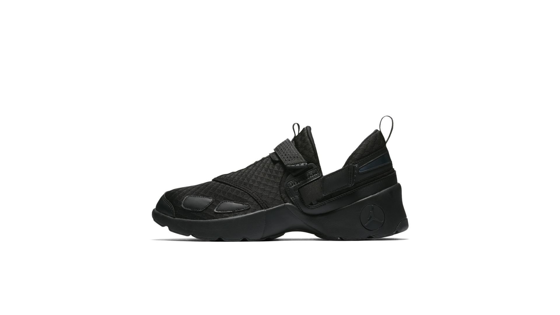 Jordan Trunner LX Triple Black (897992-020)