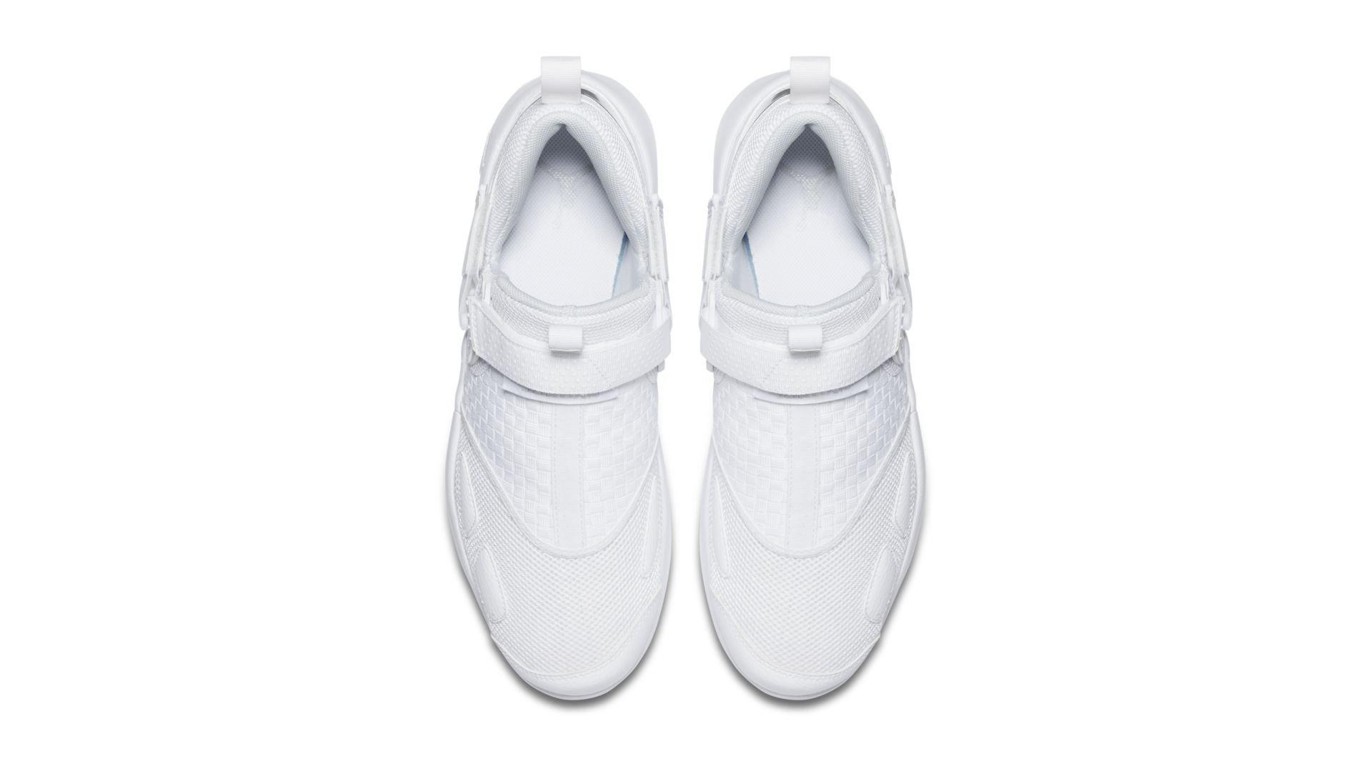 Jordan Trunner LX Triple White (897992-100)